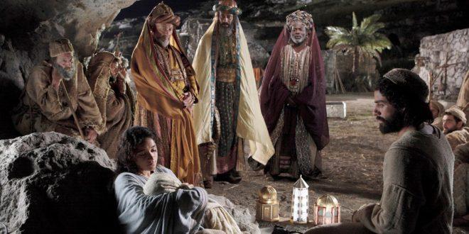La adoración de los Reyes Magos en la película Natividad.