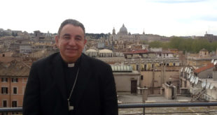 """Mons. José Domingo Ulloa """"Los jóvenes, llamados a una vocación de servicio"""""""